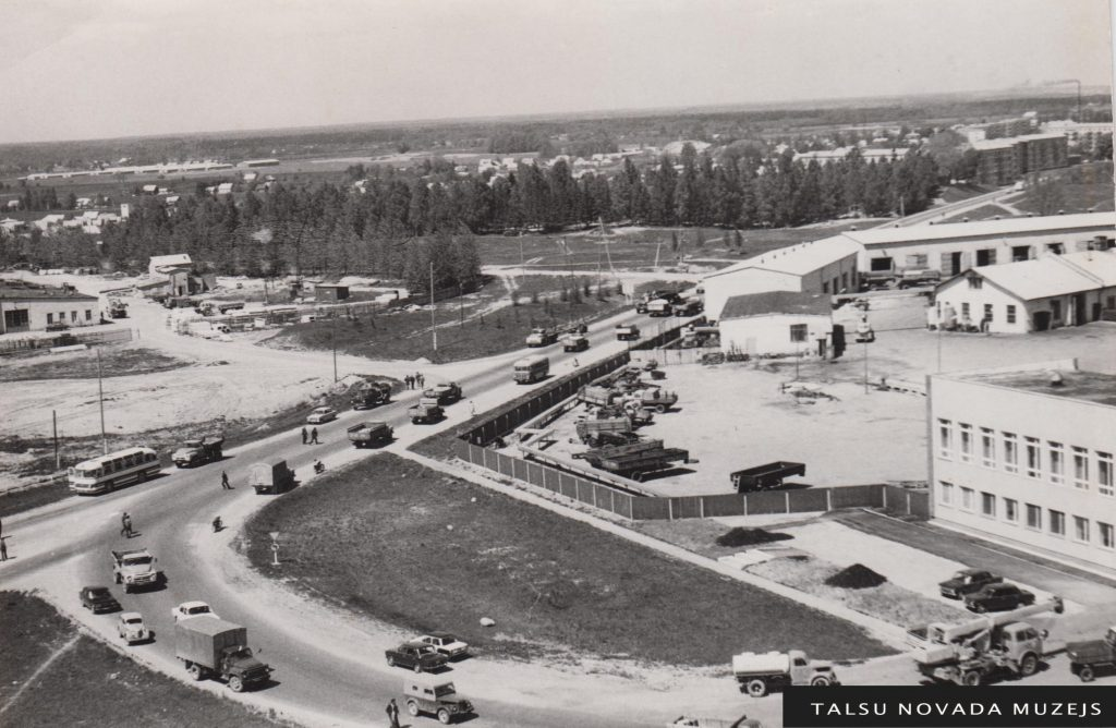 Talsu skats Stendes un Revolūcijas (tagad Rīgas) ielu krustojumā 20. gs. 70. gadu sākumā. TNMM 31764