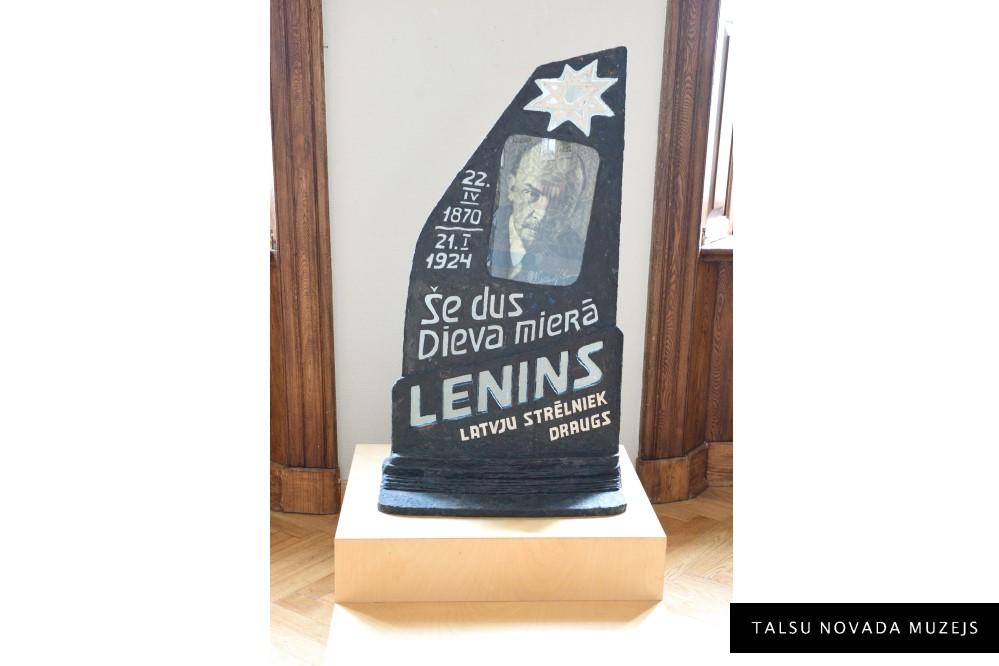 INGEMĀRS DZELME  1967. Leninam – 151. 2020, objekts/kartons, plastilīns, papīrs