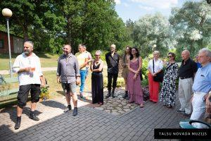 """Māra Upzara gleznu un Armanda Vecvanaga skulptūru izstādes """"Atzīšanās"""" atklāšanas pasākums"""